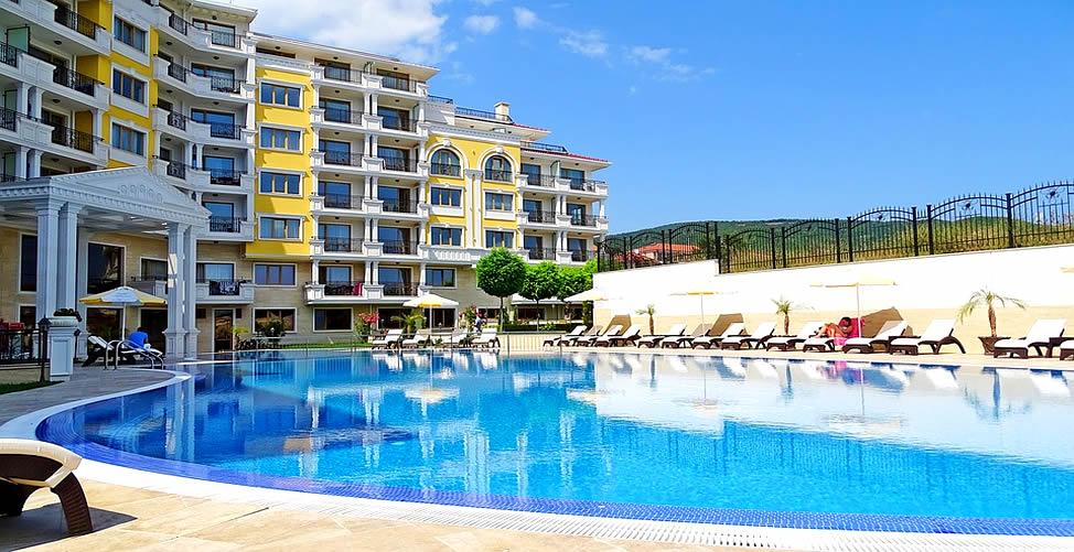 Sonhar Com piscina pessoas toamndo sol