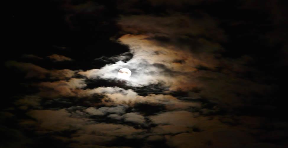 Sonhar Com Lua Encoberta
