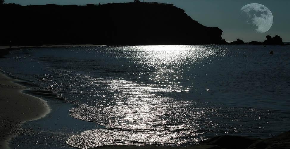 Sonhar Com Lua Refletida na Água