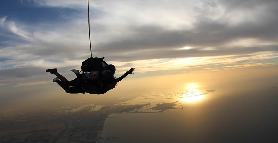 Sonhar com Paraquedas Caindo