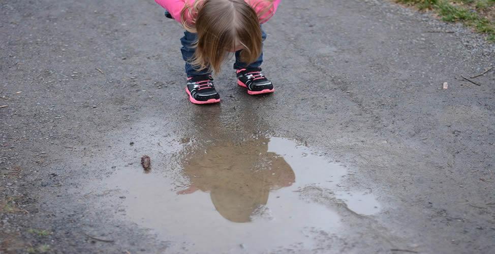 Sonhar Com Poça D'água e criança